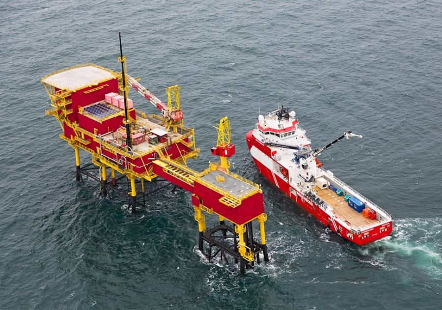 Reflex Marine allows safe transfer between a ship and an oil rig for Shell Netherlands.